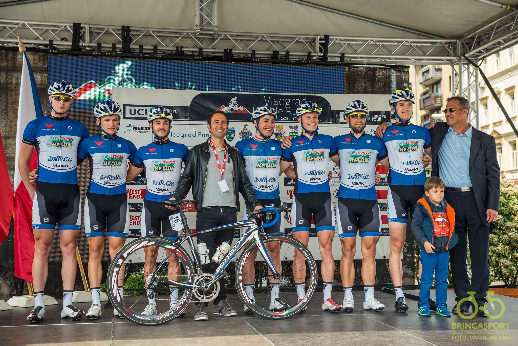 A Szuper Beton Team 2016-ban a V4 nemzetközi kerékpárversenyen (Fotó: Vanik Zoltán)