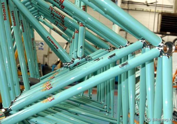 Kész Dolomiti acél vázak összeszerelésre várnak