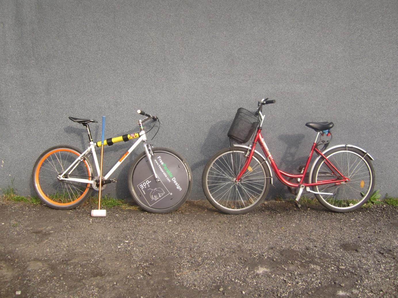 A képen a szerző első és utolsó kerékpárja látható