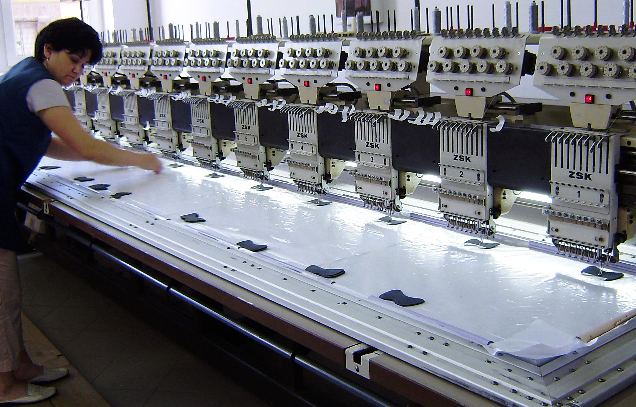 A legmodernebb géppark áll a ruhagyártók rendelkezésére...