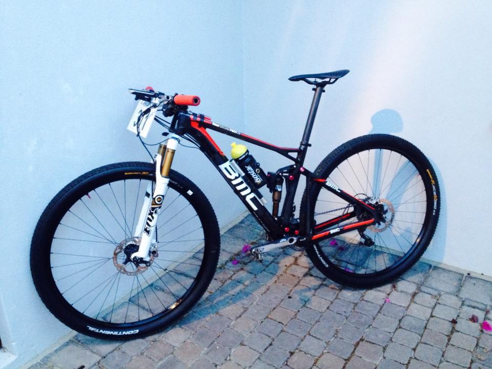 Ralph Naf ilyen bringával készül a szezonra. Meglehetősen hasonló Absalon Eurobike-on látott edzőgépéhez