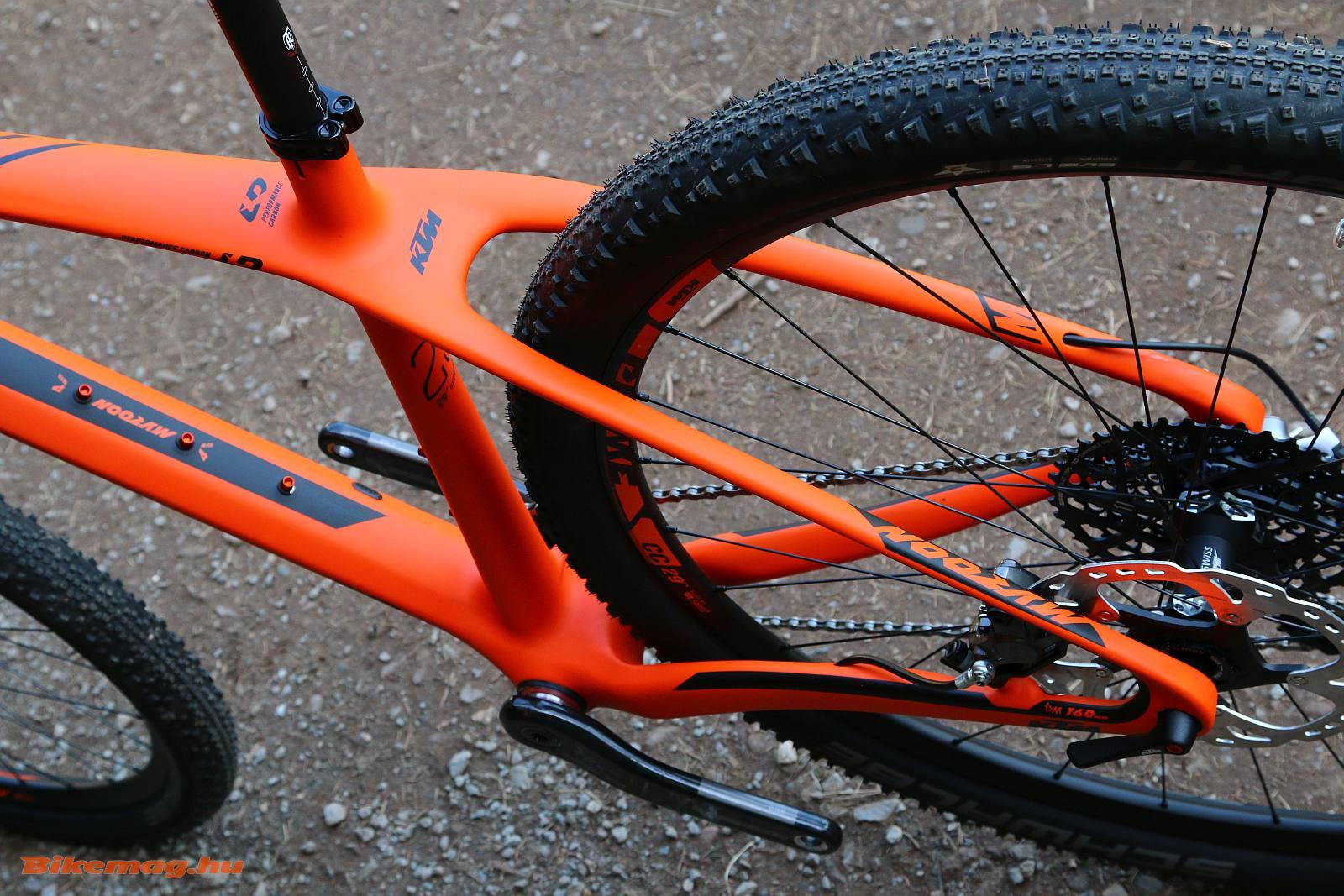 A 2016-os megújult KTM Myroon B például már az új hátsótengely szabványra épül
