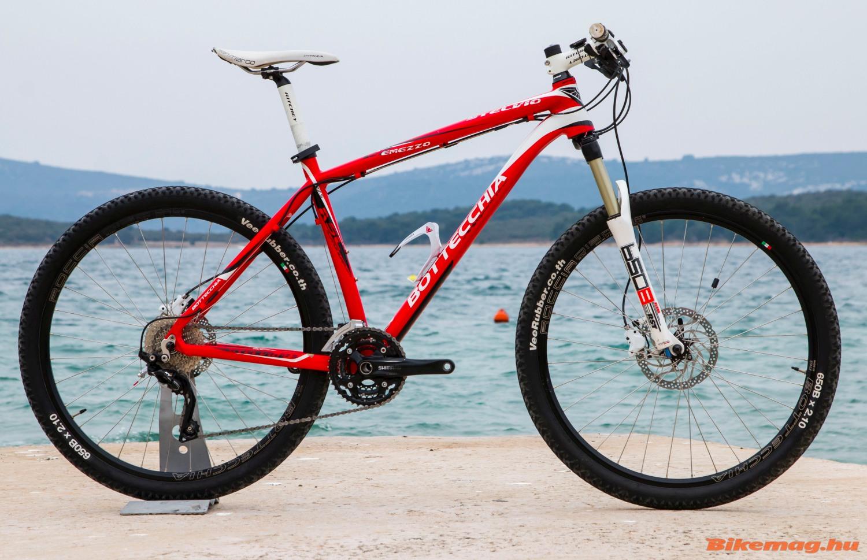 Egy sport/túra mountain bike, ami már inkább a maraton kategória felé kacsintgat, válogatott alkatrészekkel