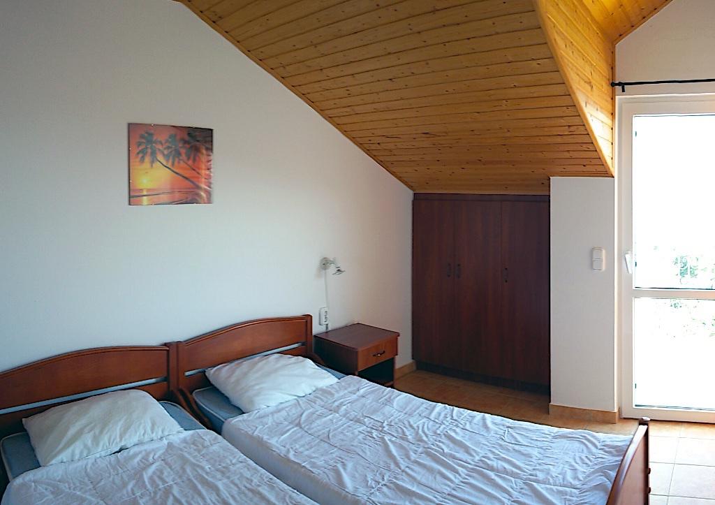 A szobák minden igényt kielégítenek, és wifi is van!