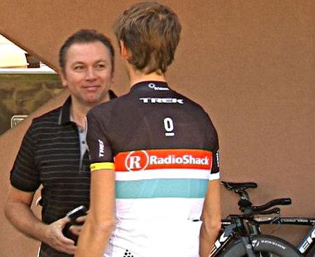 Johan és Andy, a problémák hátterében pedig a háttérben látható Trek...