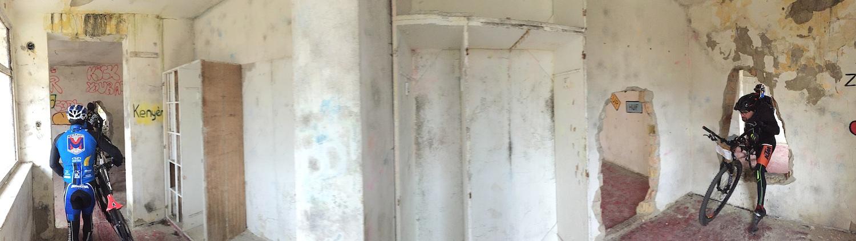 A paintball pálya romos épülete vicces akadályokkal volt tűzdelve!