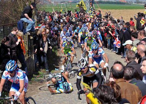 A tavaszi klasszikus versenyek keskeny útjain bármi megtörténhet...