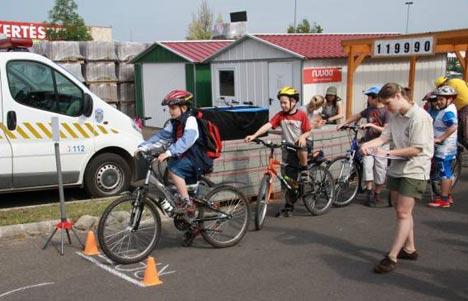 Kerékpáros ügyességi pálya is volt…