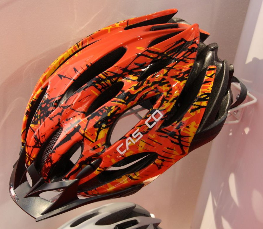 A többszörös tesztgyőztes Daimor Mountain új narancs-piros színösszeállításban