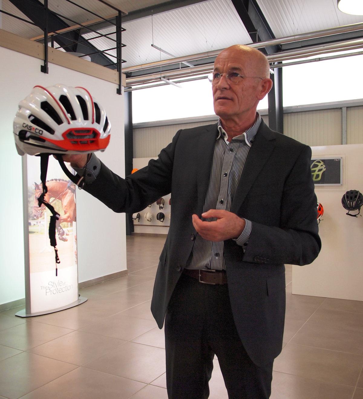 Krauter úr előadása a két új fejvédőről: a fejlesztések ésszerűen és logikusan épülnek egymásra!