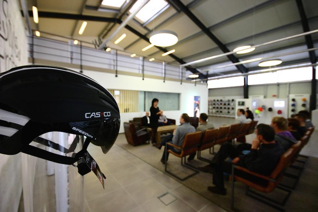 Rajtunk mint sajtón kívül még a hazai kiemelt CASCO kereskedők is részt vettek a gyárlátogatáson.