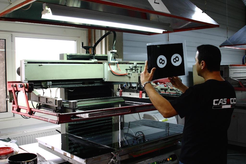 A minőségellenőrzés a gyártási folyamat szerves részét képezi.