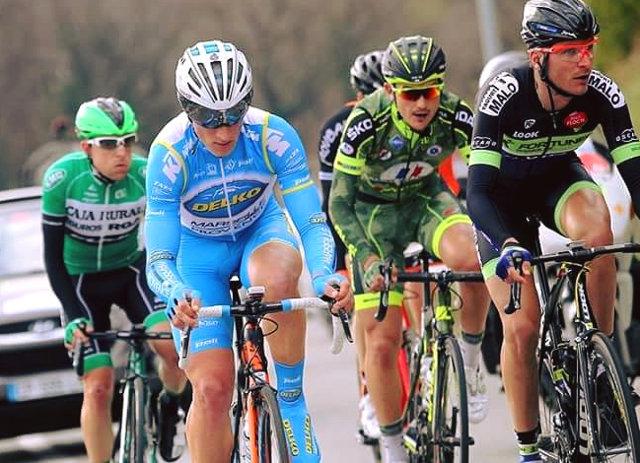 """Team Delko Marseille Provence KTM Több évtizedes hagyománnyal rendelkező francia UCI-kontinentális csapat, 1974 óta van jelen a profi kerékpársportban. Korábbi szponzoruk a La Pomme Marseille így már minden bizonnyal ismertek az olvasók számára, megannyi nagy versenyen arattak győzelmeket, illetve rész vettek a Tour de France-on is. Az idei szezonnyitó Tour La Provence versenyen Rémy Di Gregorio megszerezte a hegyi """"pettyes"""" trikót, amely egy kontinentális csapat számára óriási bravúr. 2016-ben KTM bicajokon, speciális fényezésű Casco SPEEDAiro fejvédőben hajtanak, a Párizs-Nizza mellett várhatóan több neves UCI-versenyen láthatjuk őket, így akár a TV-ben is! Equipe cycliste de l'Armée de Terre Sports Team A 2010-ben alapított UCI-kontinentális csapat fő támogatója a francia hadsereg, pontosabban annak toborzó részlege. Részben a kerékpársportban tehetséges, egyben katonai pályát választók számára nyújt lehetőséget a világszintű profi versenyeken való részvételhez, másrészt magát a katoni pályát népszerűsíti a nagyközönség előtt. A csapat tagja a francia U23-as bajnok Yann Guyot, aki 2015-ben fontos versenyeken is szépen szerepelt, egyiken Samuel Dumoulin (AG2R La Mondiale) mögött második helyen ért célba. külön érdekesség, hogy az Equipe cycliste de l'Armée de Terre kerekesei együtt, egy valóságos """"hadibázison"""" laknak, Cipollini kerékpárjaikon onnan indulnak edzéseikre vagy a versenyekre. Fejüket pedig a rohamsisakok helyett - mint ahogy a képeken látható - Casco """"bukók"""" védik!"""