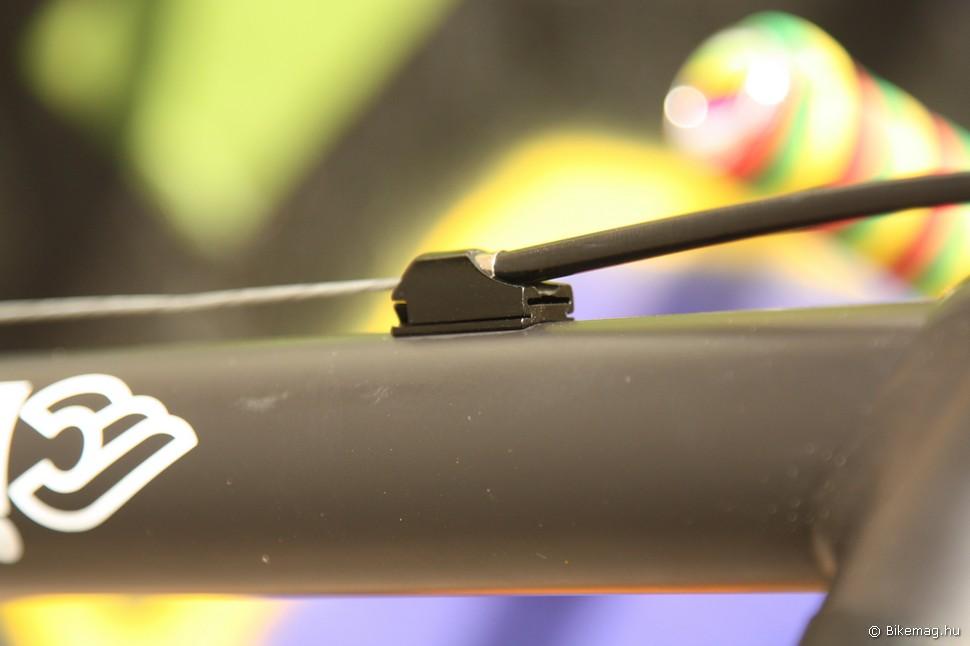 Ha nem kell a hátsó fék, a bowdentartó szemek eltávolíthatók