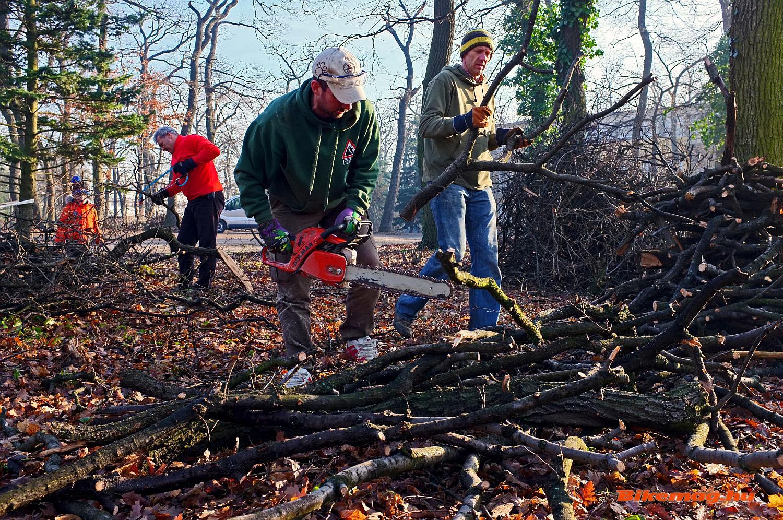 Önkéntesek segítik a helyreállítást
