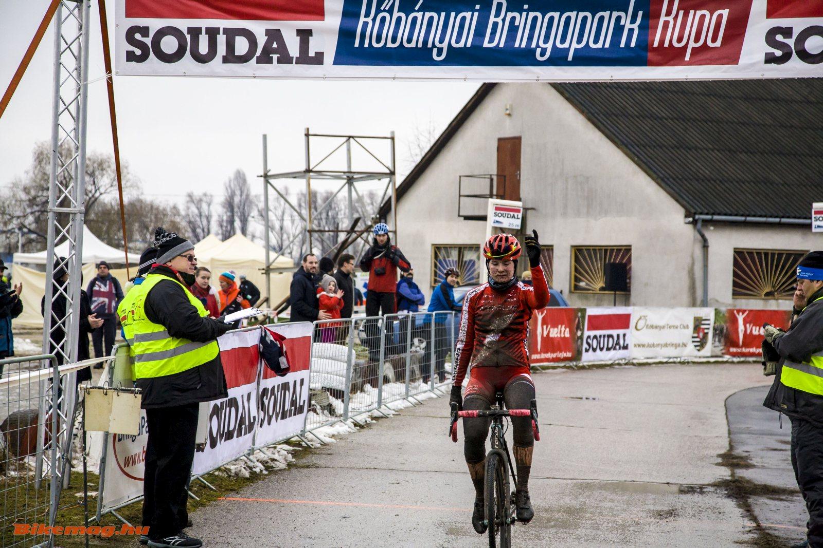 Benkó Barbi győz (Fotó: Takács Tamás)