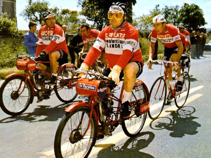 A Flandria csapat a Párizs-Bordeaux motorvezetéses versenyen a 70-es évek derekán...