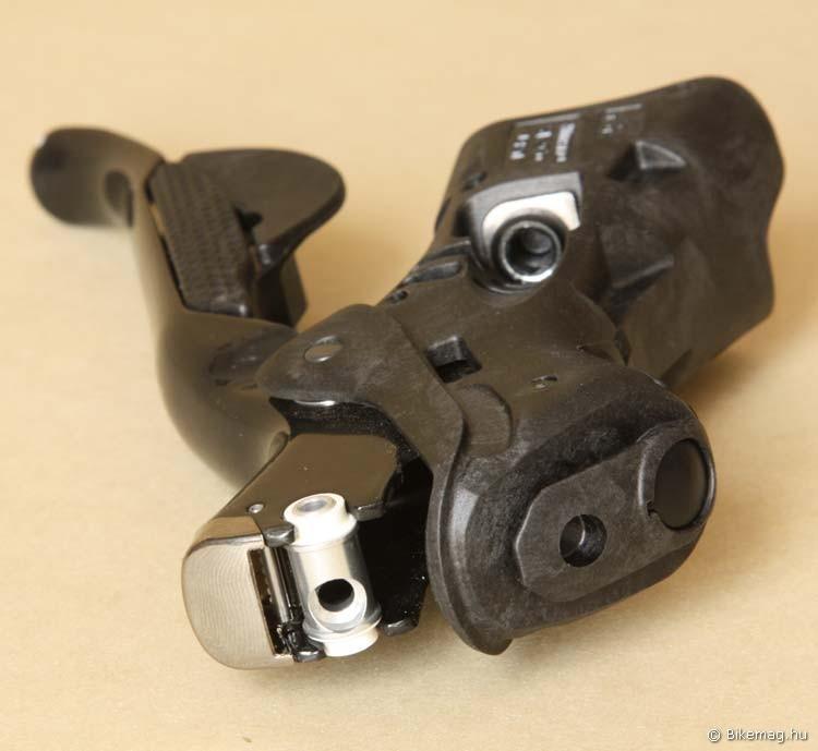 Jól bevált megoldások: a bowdenessel ellentétben az elektronikus fékváltókarnál könnyen cserélhető a fékbowden
