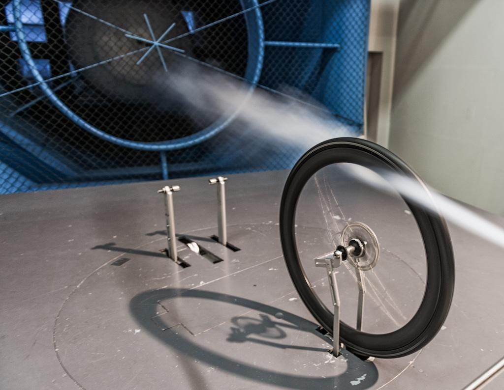 A szélcsatornás tesztek nem bizonyítják egyértelműen sem a tárcsafék előnyét, sem hátrányát...