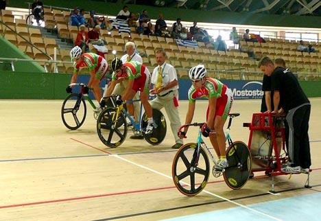 Rajtol a magyar junior sprintcsapat: Sulyok Balázs, Támer Kolos és Solymosi Márton (felülről lefelé)