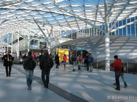 A 2005-ben megnyitott milánói vásárterület építészeti szempontból izgalmasra sikerült