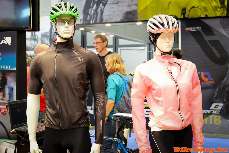 Endura Equipe Classics Jersey és a női Adrenaline Race Cape esőkabát