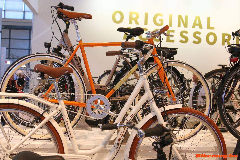 A vagány, divatos és stílusos városi kerékpárok sem hiányoznak a 2016-os kínálatból...