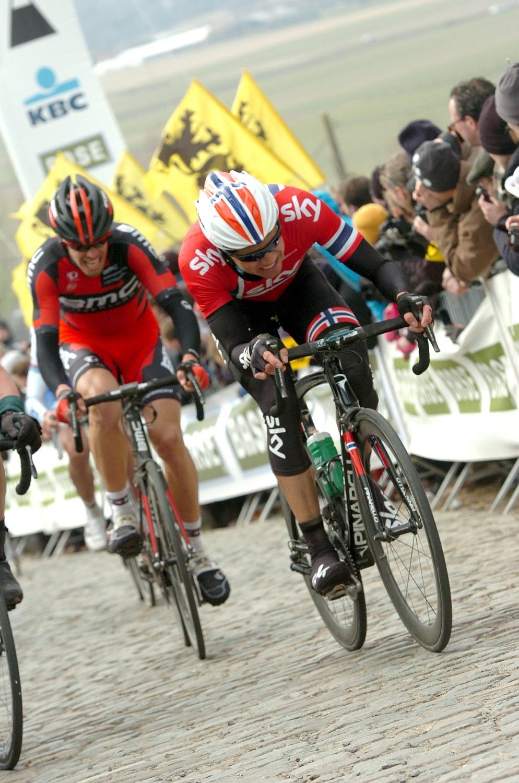 Az esélyesek közül sokakat felőrölt a Radio Shack tempója, Boasson Hagen (a képen), de az egész Sky gyenge teljesítményt nyújtott, a BMC-sek sem rúgtak labdába, a Quick Step-et megtörte Boonen bukása, Pozzato szinte láthatatlan volt, de tulajdonképpen Sagan energiáit is sikerült felemészteni.