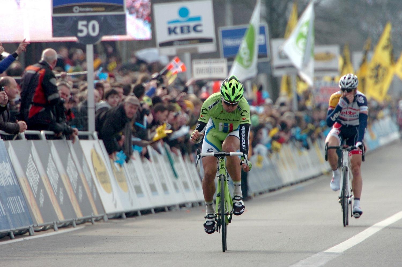 ...s láthatóan ezen a vasárnapon elégedett volt is azzal, amit sikerült kihoznia a versenyből. Amivel később talán Cancellara sikerét is überelte nézettség szempontjából, most nem térünk ki, hiszen Spartacusról szólt inkább ez a Húsvét.
