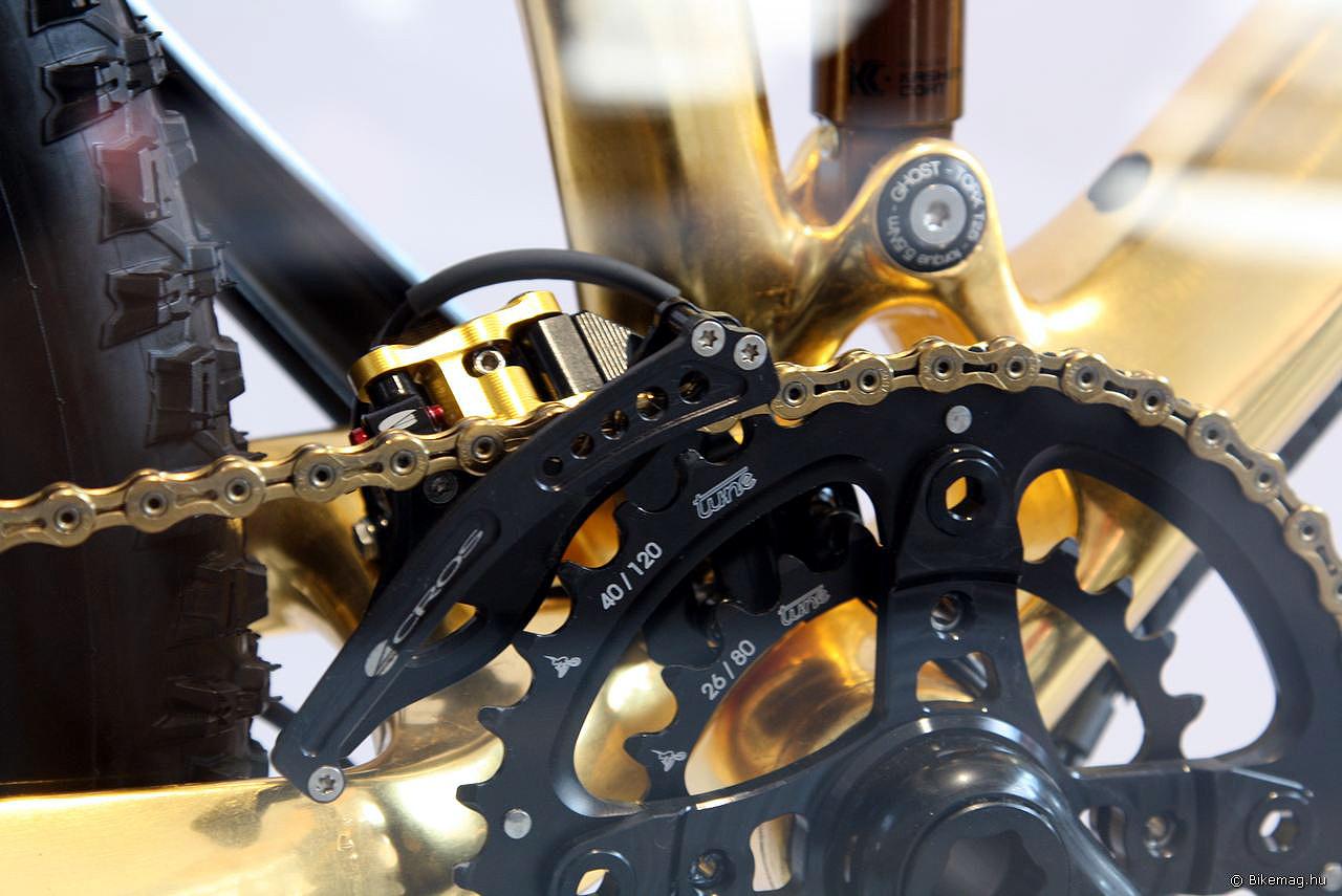 Acros A-GE első átdobó, Tune hajtókar és lánctányérok, könnyített KMC lánc. Erre találó szó a bikeporn...