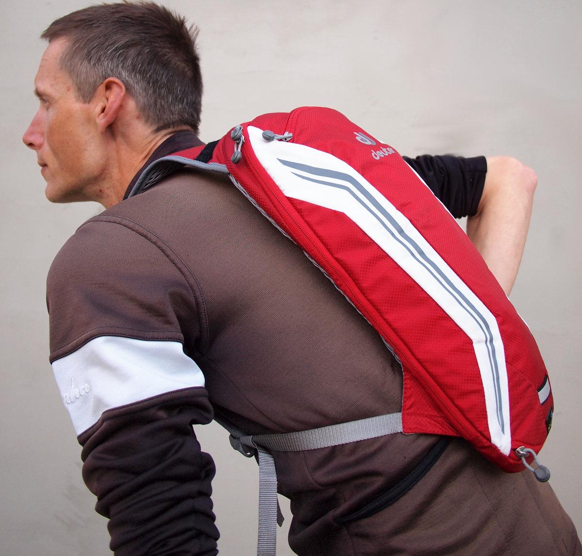 Teljesítmény-orientált országúti kerékpározáshoz tervezett könnyű hátizsák...