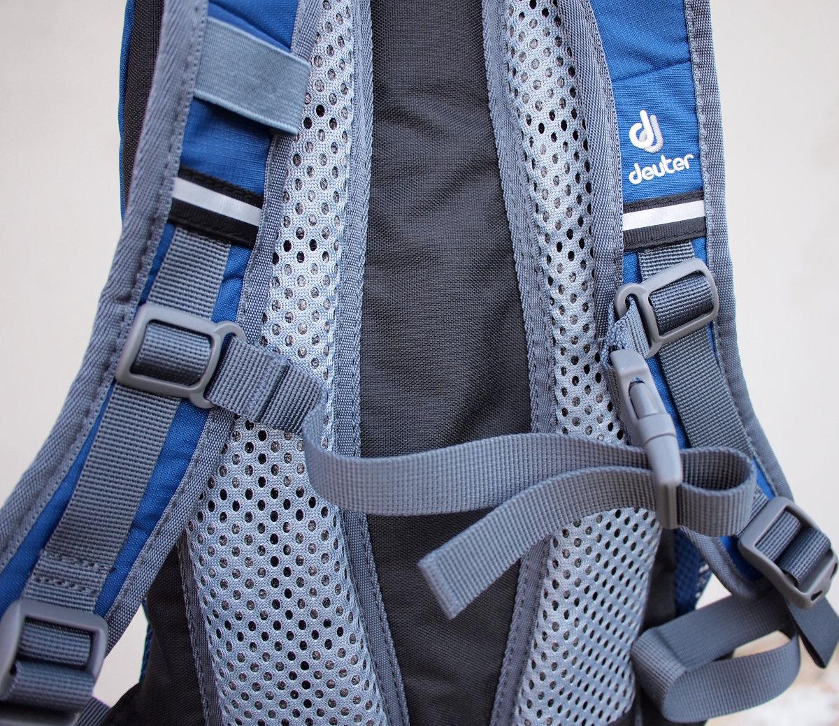 Kifejezetten gyermekek hátának és vállának megfelelő kialakítással, illetve jól szellőző Deuter Airstripes hátrendszer