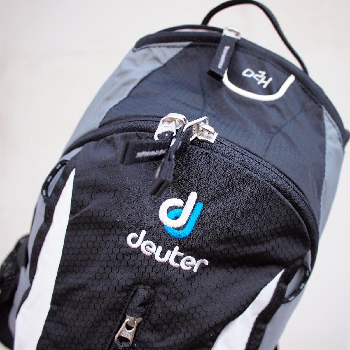 Teljesítmény-orientált kerékpározáshoz kínált könnyű, kompakt hátizsák...