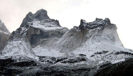 Friss hó Torres del Paine csúcsain Chilében
