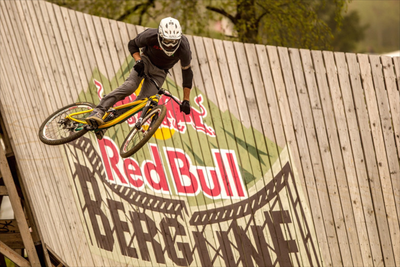 Geoff Gulevich a RedBull Bergline versenyen full iXS-ben