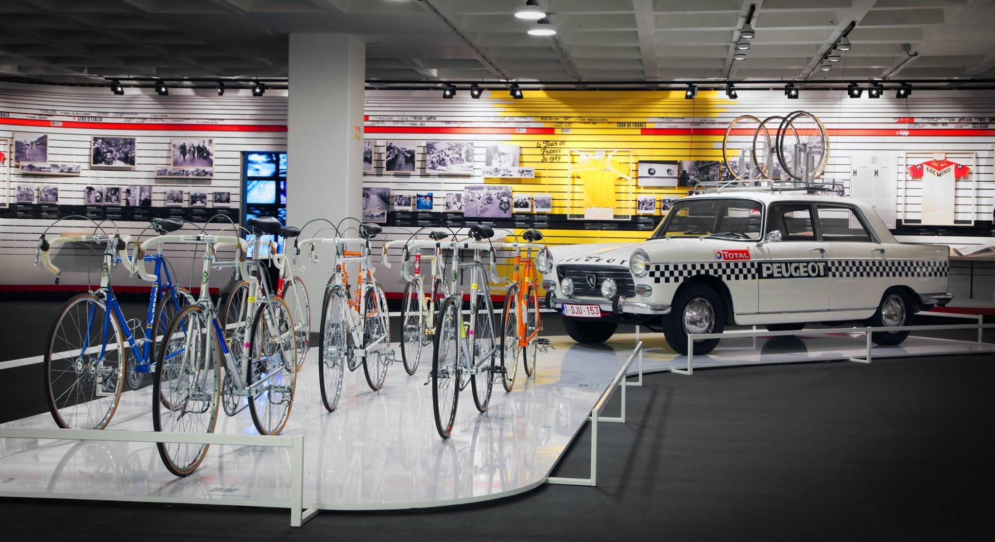 Eddy Merckx eredeti bringái a Tour de France-ról és a csapatautó