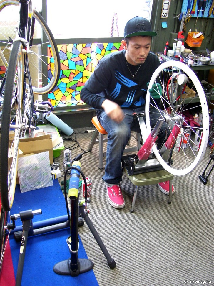 Életkép a Carnival Bicycle Shopban