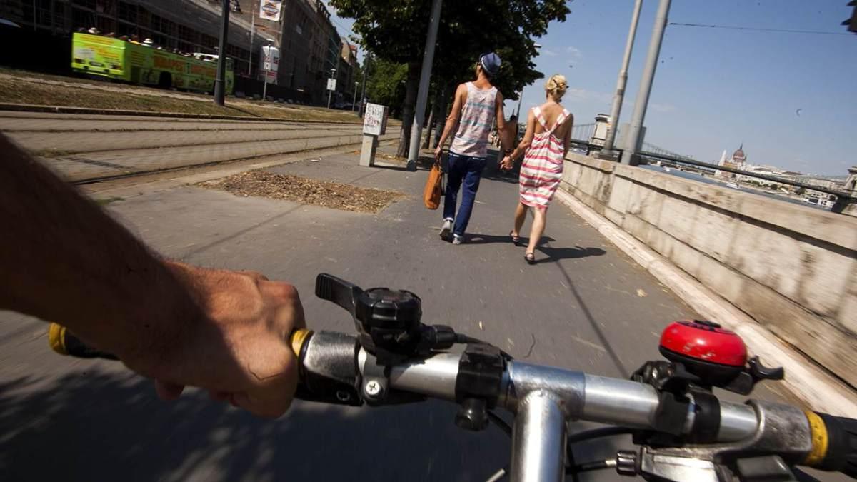Közös közlekedési terület – gyors bringásokat ide kényszeríteni közveszélyes!