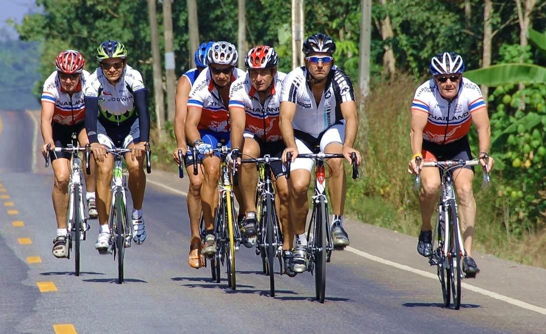 Országúti bringások, de nem versenyzők – nekik is országúton a helyük!