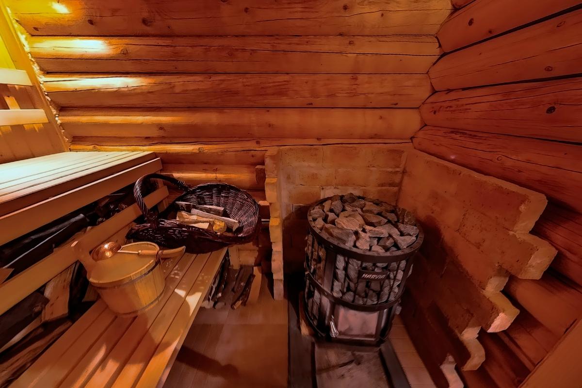 A regenerálódást fafűtéses szauna és dézsafürdő segíti...