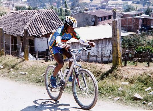 Quintana második kerékpárversenyén, azzal a bicajjal, amellyel iskolába is járt!