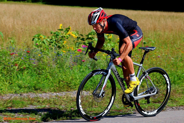 Egy klasszikus komfort országúti, a Specialized Roubaix nyergében
