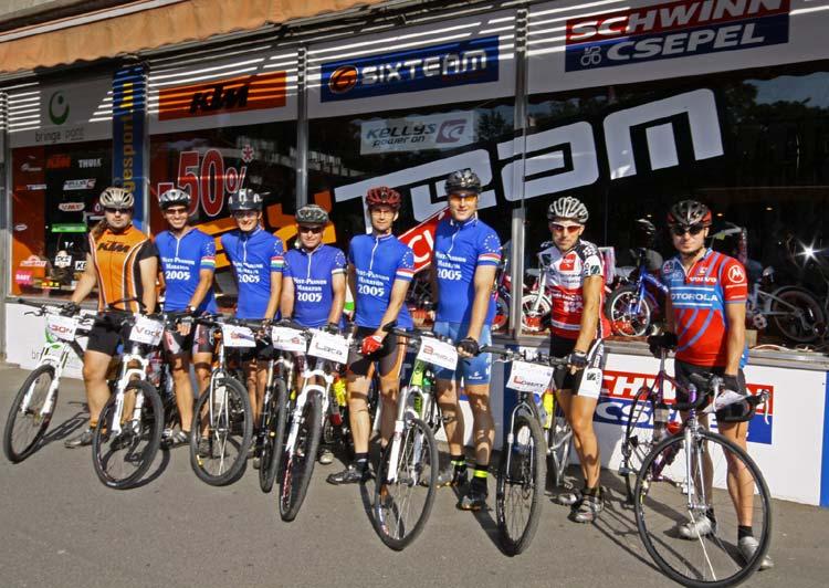 Indulás előtt a csapat: (balról) Leon, Vock Balázs, Kemencei Ábel, Hardi János, Várallyai László, Farkas Arnold, Halász Róbert, HBalage