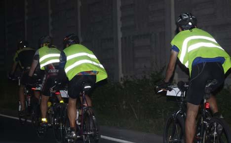 Életemben először viseltem kukásmellényt - igaz nem is sűrűn biciklizek éjszaka lakott területen kívül