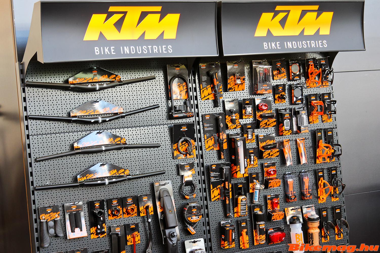 KTM kiegészítők minden menníiségben