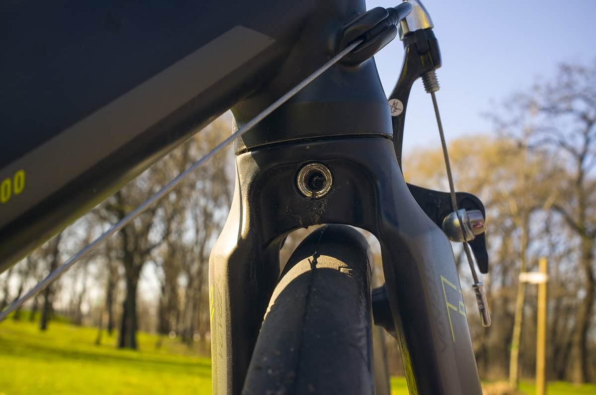 Sárvédő és fitness bike-okon gyakran látható balonos gumi kizárva a valóban országúti paraméterekkel rendelkező váz miatt.