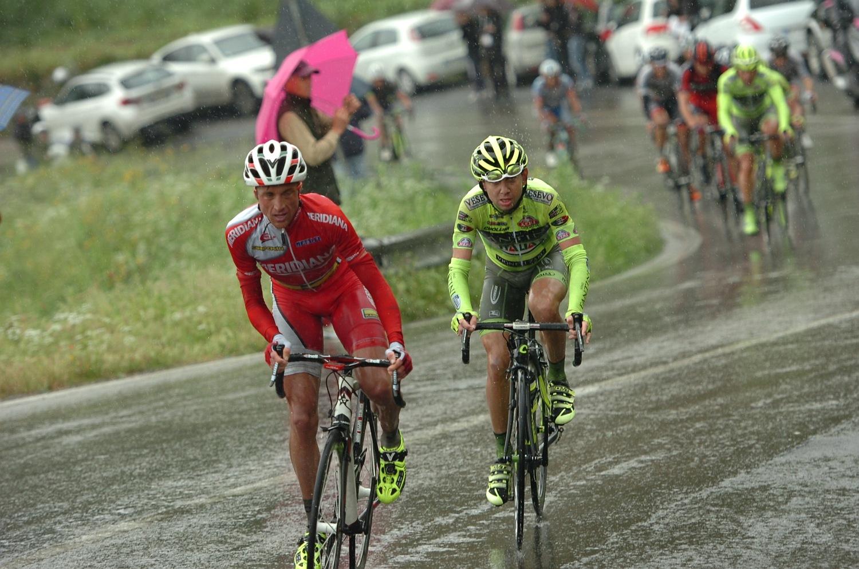 A versenyen kemény feladat elé állította a bringásokat, ugyanis szakadni kezdett az eső. Santambrogio támadásának előkészítésében nagy részt vállalt Di Luca is, aki keményen húzta San Baronto emelkedőjét, majd Santambrogio az idén Meridiana színekben tekerő német Patrick Sinkewitz társaságában lépett meg.