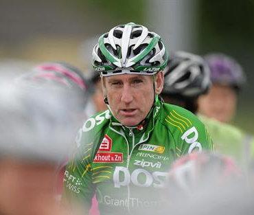 Kelly ma szakkommentátor, illetve profi kerékpáros csapatot irányít...