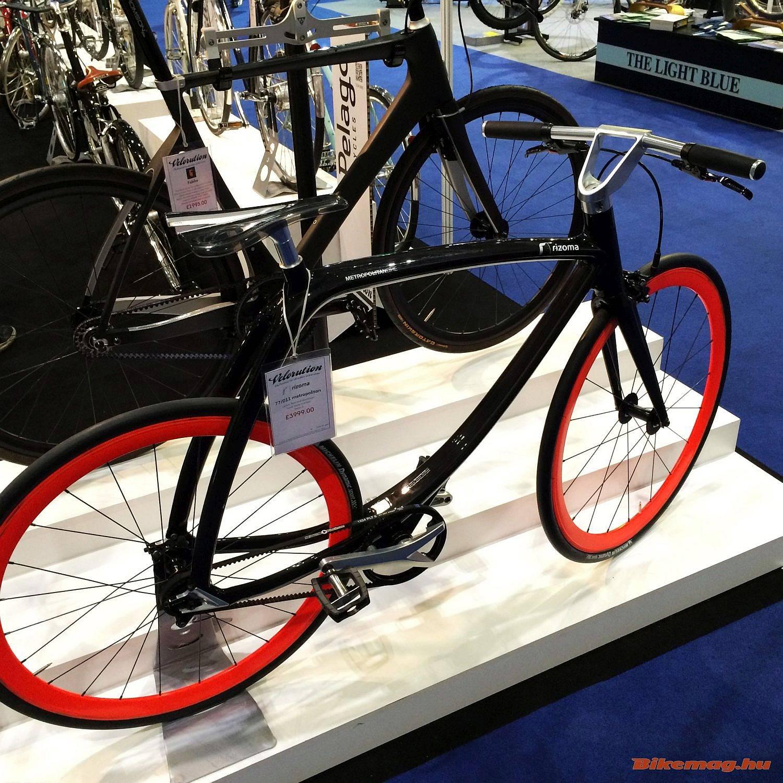 Ha már designnal kezdtük, a motorkerékpáriparban is érdekelt olasz Risoma céget láthatóan nem érdeklik a kerékpáros szférában kialakult konvenciók.