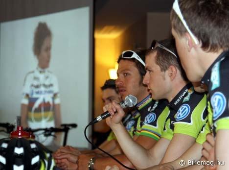 A csapat sajtótájékoztatóján Gunn-Rita élő közvetítés formájában volt jelen